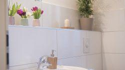 Badezimmer und Wickelraum